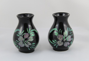 Set Of 2 Vases Of Porcelain Painted A Hand With Painting Of Purpurina. Vintage
