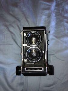 Vintage Mamiya C33 Camera (possibly Haunted) - FUNCTIONAL