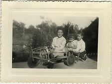 PHOTO ANCIENNE - VINTAGE SNAPSHOT - ENFANT VOITURE À PÉDALES JOUET MODE -CAR TOY