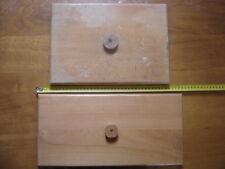 SOCLES SUPPORTS PLATEAUX PRESENTOIR en bois dont un Nicolas AUGIER ROUX AUZOUX
