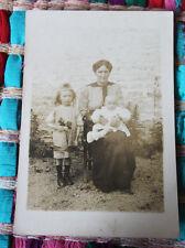 Photographie ancienne  portrait femme avec son bébé 1900 mode robe