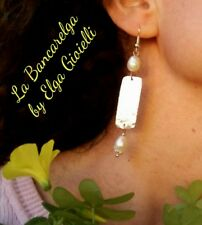 Orecchini artigianali in alluminio con perle di fiume. Alumynium earrings pearls