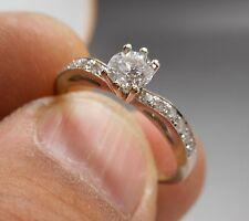 Ancienne bague en or blanc 18 carats sertie de diamants (  0.60 carat )