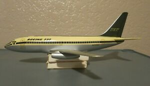 Vintage Topping Boeing 737-100 Model - 1/100 Scale