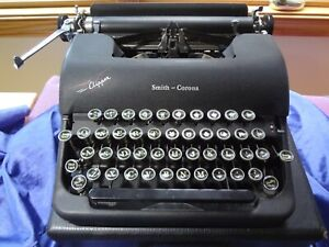 Vintage Smith Corona Clipper Typewriter with Case. Great Condition.