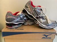 Mizuno Wave Creation 12 Women Top the line Running Shoe Silver White US 11