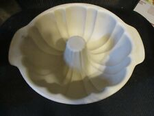 New listing Pampered Chef Stoneware - Fluted Bundt Cake Pan Family Heritage Collection Nwob