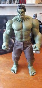 FIGURINE 1/6  Hulk repeinte pour un meilleur rendu. hot toys je pense