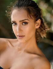 "Jessica Alba in a 8"" x 10"" Glossy Photo -se"