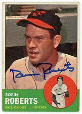 1963 Topps Hand Signed Robin Roberts #125 Baseball Card Autograph Orioles HOF