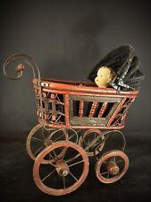 Ancienne poussette landau pour poupée poupon en bois , osier et fer forgé