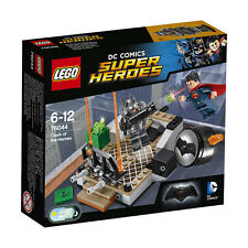 Lego Super Heroes 76044 Clash of The Heroes. Included