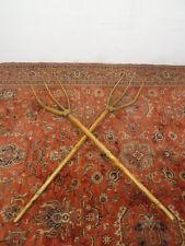 Ancienne paire de fourches à foin en bois