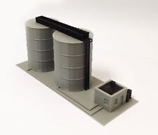 Outland Models Train Railway Scenery Gas / Fuel Standing Tank Set N Scale 1:160