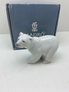 LLADRO - POLAR BEAR 1207 -  ATTENTIVE POLAR BEAR PERFECT
