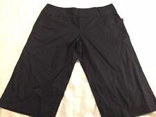 Daisy Fuentes Capris Size 10 Shorts Black Pinstripe
