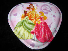 LOVELY METAL HEART TIN DISPLAYED W'THE DISNEY PRINCESSES - INCLUDES LOCK & KEY