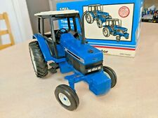Rare, Mint, Beautiful Ertl 1/16 Ford 8240 2WD Tractor New Holland CNH