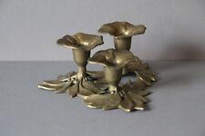 figürlicher dreiflammiger Kerzenständer Tischleuchter Messing Blume 021830