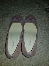 Size 5 ladies Clarks Nude Leather Suede Court shoes PreOwned.
