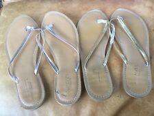 OLD NAVY Flip Flops Sandals Metallic Yellow Gold or Silver 8M Flat Heel Manmade