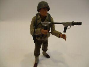 """21st Century 1:18 WWII US Combat 4"""" Soldier W/Blowtorch & Accessories"""