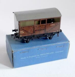 HORNBY DUBLO (D1) 32020  LMS CATTLE TRUCK 710018 - BROWN    (BOXED)