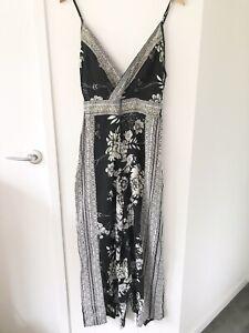 RIVER ISLAND Size 10 Black/White Floral Elastic Waist V Neck Long Leg Jumpsuit