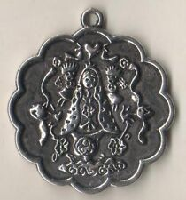 Lovely Scalloped Rim Virgencita Plis Cuidame Mucho Silvertone Religious Medal