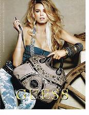PUBLICITE ADVERTISING 104  2010  GUESS  boutique sacs