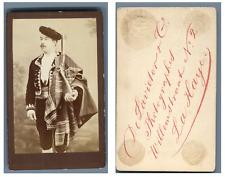 De Lavieter, La Haye Un homme en costume traditionnel avec son fusil  CDV vintag