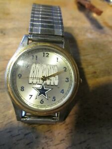 NFL Football Dallas Cowboys Mens Wristwatch w Speidel Twist-O-Flex Watch Band