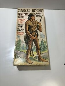 Marx No 2060 Daniel Boone Wilderness Scout w/ box & Accessories