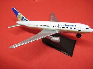 Model Airplane Continental Airline F855 Desk Display diecast METAL