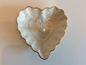 LENOX WEDDING PROMISES IVORY HEART RING HOLDER WITH GOLD TRIM  - PREOWNED