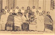 CPA MADAGASCAR FEMMES CHRETIENNES DE FIANARANTSOA (gros plan ethnique
