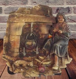 Ancien Ornement Plaque Relief Gaufrée Chat et femme qui tricote 1970  16 x 17