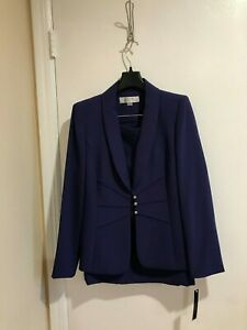 New women's two pieces Tahari skirt suit,size 6,with lining, french purple color