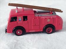 Fourgon Pompier premier secours Londres (Un air du berliet DINKY CIJ JRD NOREV)