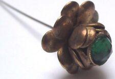 Ancienne épingle chapeau cravate vintage couleur vieil or cristal émeraude 3292