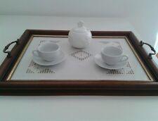 Vassoio in legno e vetro con tazzine e zuccheriera