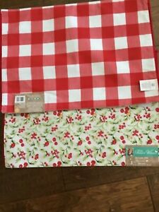 The Pioneer Woman Watercolor Holly Berry Reversible Placemat Set of 2 Red Check