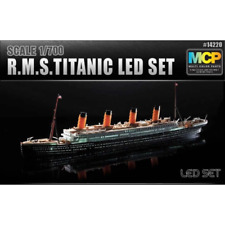 Academy 14220 1:700 Titanic Ship LED Set - Black