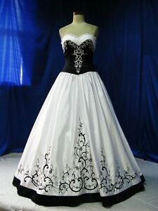 Gothic Sweetheart Wedding Dresses Black White Embroidery Lace Bridal Ball Gowns
