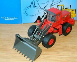 Volvo BM L180C Cleveland County Fire Brigade with shovel in 1:50 Scale by Scoop