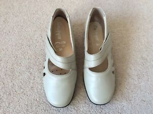 Sandpiper Welney Style Pale Grey Ladies Wide Shoes Size 5 BRAND NEW IN BOX