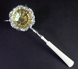 antikes barockes TEESIEB mit Beingriff - Silber, innen vergoldet