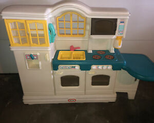 Vintage Little Tikes Victorian Country Kitchen With PHONE COFFEE POT