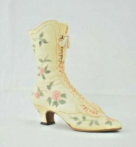 Just the right Shoe - Victorian Wedding Boot #25008 - Resin Collectible Figure