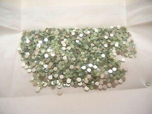 72 swarovski flatbacks,16ss chrysolite opal #2058